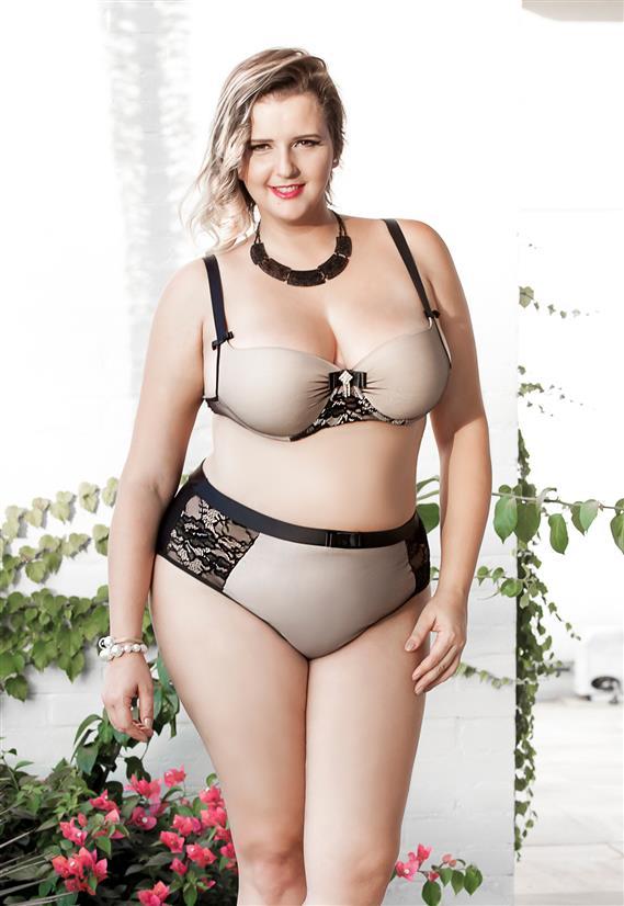 Conjunto Plus Size de Lingerie Nude e Preto com Renda Dama de Seda