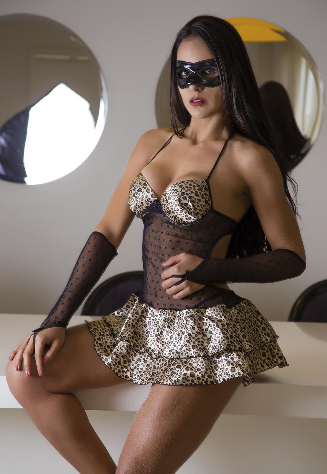 a8a1ba5f1 Fantasia Feminina com Máscara - Diversos Modelos Aqui na Le!
