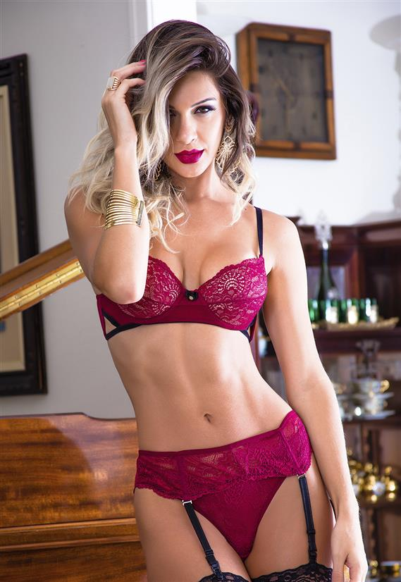 6b9ee04a2a796 Conjunto de Renda com Cinta Liga Garota Veneno - Le Lingerie